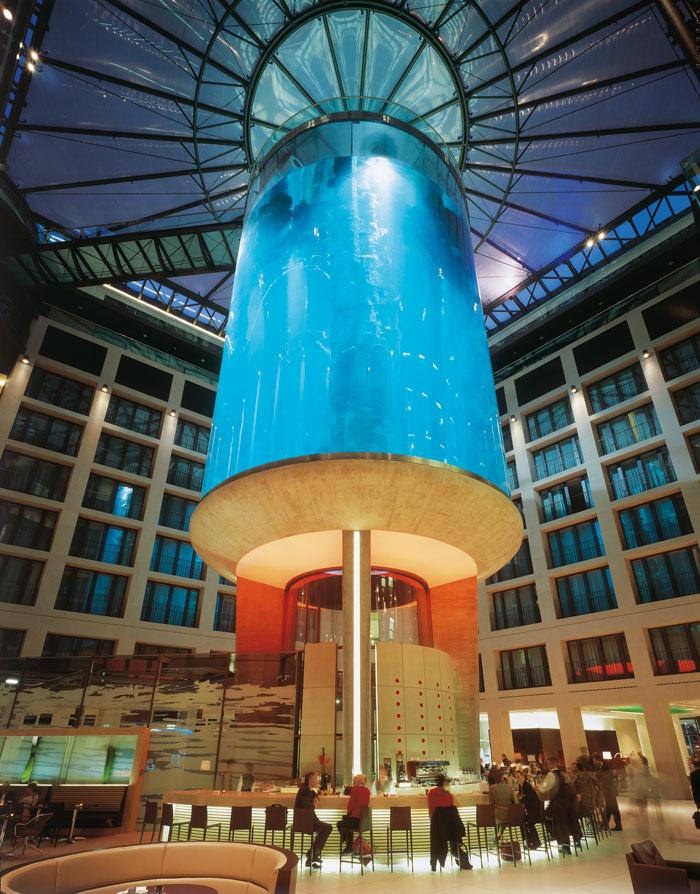 aquadom_largest_free_standing_aquarium4